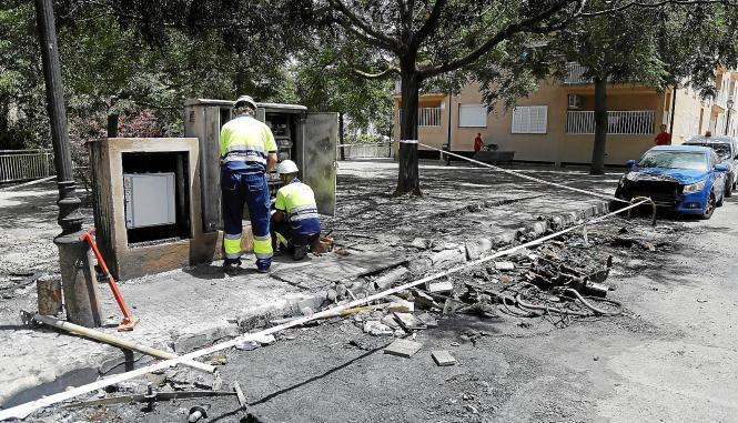 Erneute Brandanschläge in Palmas Straßen. Nahe des Pueblo Español ist ein Auto in Flammen aufgegangen.