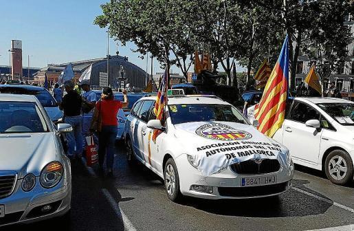 Taxifahrer bei einer Protestaktion.