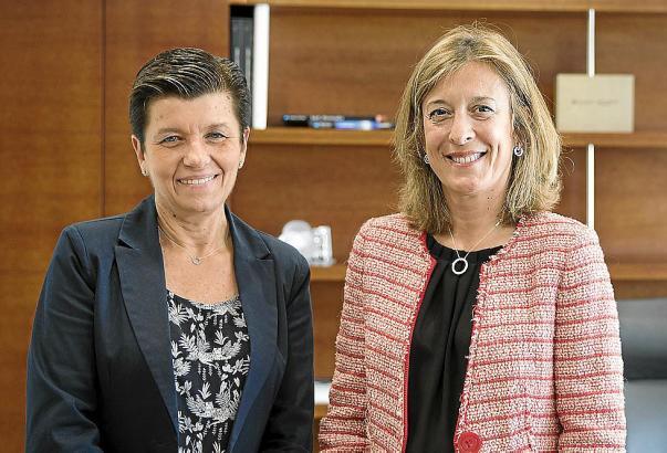 Medien-Unternehmerin Carmen Serra (l.) und María Cruz Rivera, Territorialdirektorin der Caixabank auf den Balearen.