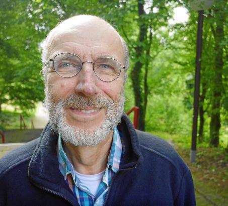 Der Geograf und Pflanzenkundler Thomas Schmitt Ende Juni am Eingang zum botanischen Garten der Ruhr-Universität in Bochum.