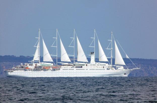 Die Wind Surf ist einer von wenigen Fünfmastern auf den Weltmeeren.