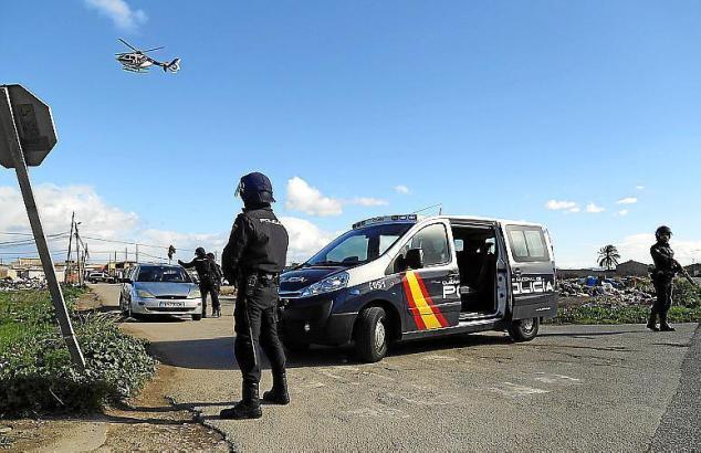 Mindestens einmal im Jahr findet in Mallorcas Drogensiedlung Son Banya eine Razzia statt.