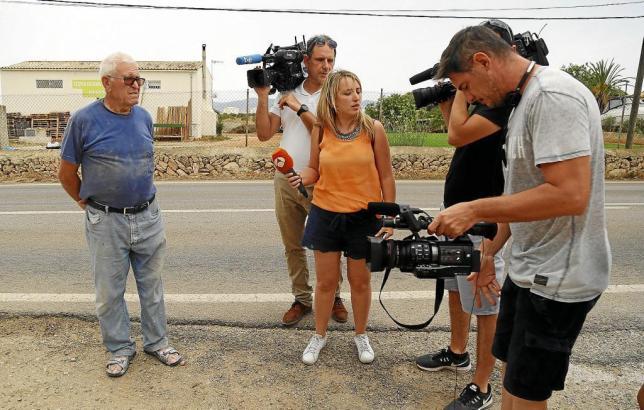 Medienvertreter und ein Zeuge im Camí de na Milana in Palma de Mallorca.