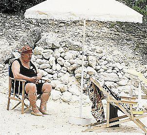 Pause muss mal sein – der Meisterdetektiv am Strand.