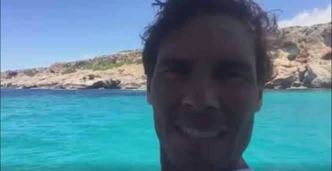Rafael Nadal in der Cala Falcó. Rafael Nadal in der Cala Falcó (Ausschnitt aus dem Video).