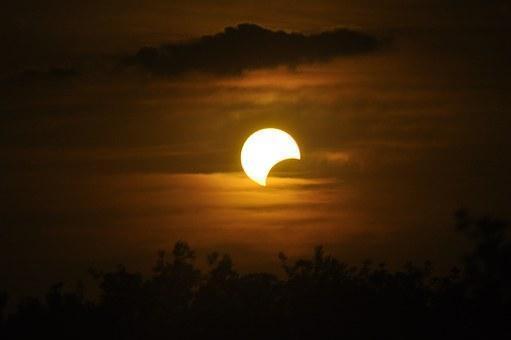 Voilà, so beginnt eine Mondfinsternis...