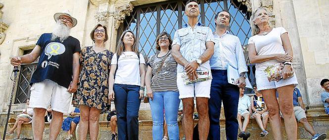 Vertreter aus sieben der acht Altstadtviertel Palmas wurden beim Rathaus vorstellig.