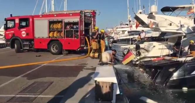 Die Feuerwehr pumpte die Yacht aus.