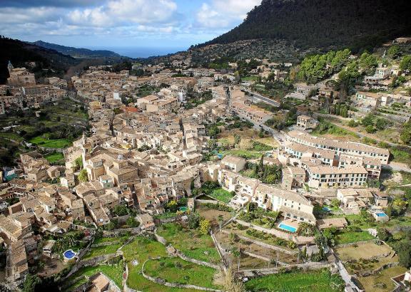 """Touristisch """"gesättigter"""" Ort in der Tramuntana: In Valldemossa ist die Ferienvermietung an maximal 60 Tagen im Jahr gestattet."""