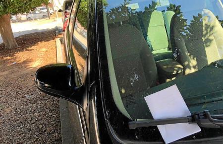 Böse Überraschung: Für manch einen Mallorca-Urlauber kann der Strafzettel hinter der Scheibe des Mietwagens zum Ärgernis werden.