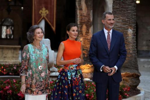 Begrüßten beim traditionellen Sommerempfang auf Mallorca rund 450 Vertreter der mallorquinischen Gesellschaft (v.r.): König Feli