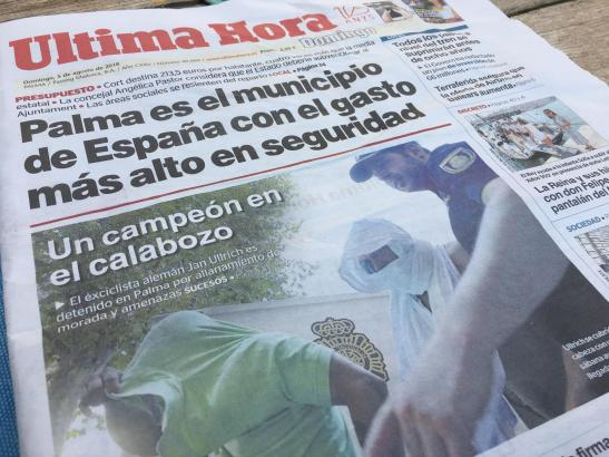 """Die Titelseite der spanischen MM-Schwesterzeitung Ultima Hora vom Sonntag: Die Schlagzeile lautet: """"Ein Champion im Knast""""."""