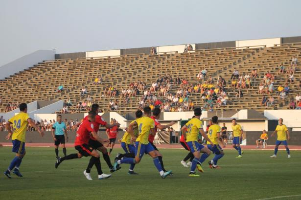 Real Mallorca gegen Cádiz – eine Szene vom zweiten Auftritt der Inselkicker im städtischen Stadion von La Linea de la Concepción