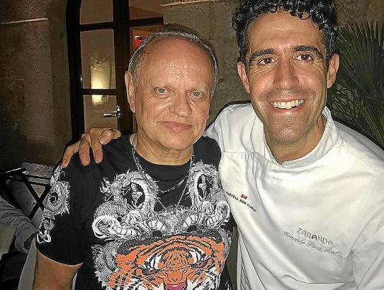Der verstorbene Joël Robuchon mit Mallorcas Inselkoch Pérez Arellano.