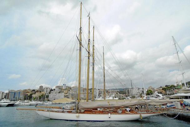 """Die spanischen Segler """"Hispania"""", """"Tuiga"""" und"""" Mariska"""" liegen bereits in Palma vor Anker."""