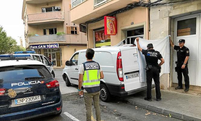 Die spanische Nationalpolizei nahm am Freitag die Ermitlungen in Manacor auf.