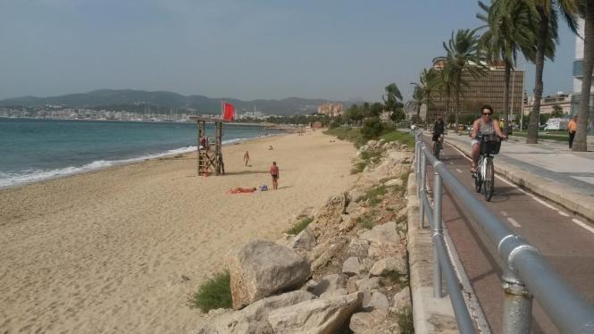 Badeverbot am Stadtstrand von Palma de Mallorca.