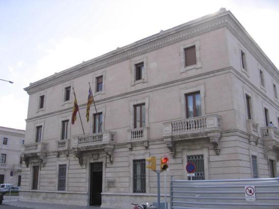 Voilà, das Gebäude der Hafenbehörde.