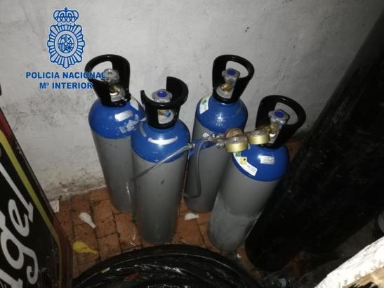 Die Polizei hat in mehreren Kneipen Lachgas sichergestellt.