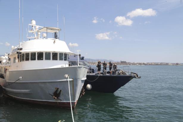 Das Drogenschiff am Montag im Hafen von Palma.