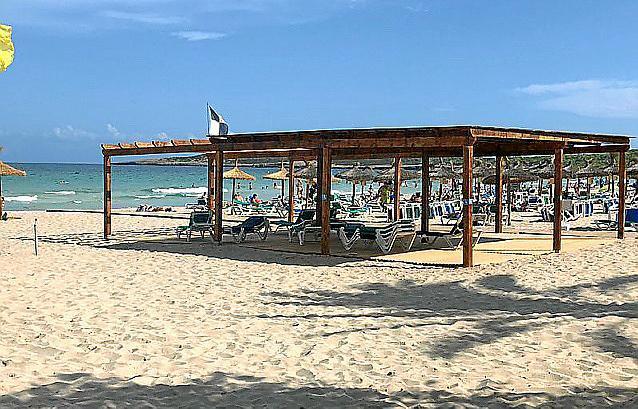 Am Strand von Calla Millor gibt es jetzt eine Behindertenecke.