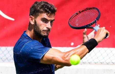 Der Deutsche Tobias Simon spielt am Donnerstag um 14.30 Uhr im Achtelfinale gegen seinen Landsmann Matthias Bachinger.