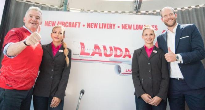 Ryanair-Chef Michael O'Leary (l.) und Laudamotion-Geschäftsführer Andreas Gruber bei der Vorstellung des neuen Designs in Wien.