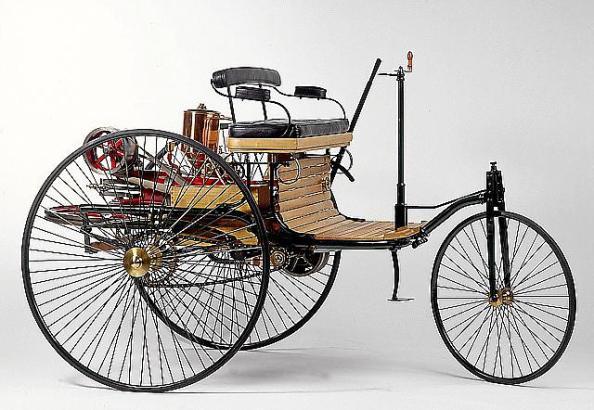 Am 29. Januar 1886 meldete Carl Benz ein solches Fahrzeug zum Patent an.
