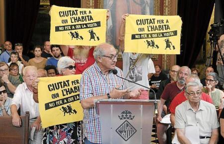 Palmas Verband der Anwohnervereine setzt sich unter Leitung von Joan Forteza gegen illegale Ferienvermietung ein.