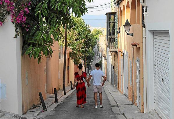 Ausblick bis ins Stadtzentrum mit Kathedrale: Die Carrer Dos de Maig ist die am höchsten gelegene Straße im Terreno. Direkt dahi