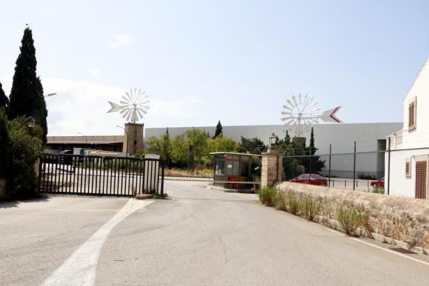 """Der Eingangsbereich des früheren Coca-Cola-Geländes. Den Plänen der """"Motorworld Group"""" zufolge sollen nicht nur die beiden Mühle"""