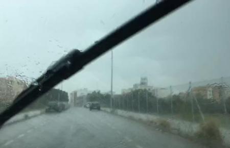 Platzregen unweit des Industriegebietes Son Valentí im Norden von Palma.