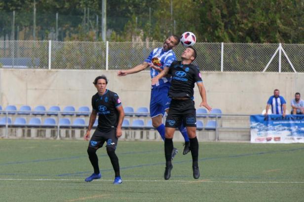 Eine Szene aus dem Spiel von Atlético Baleares in Ejea.