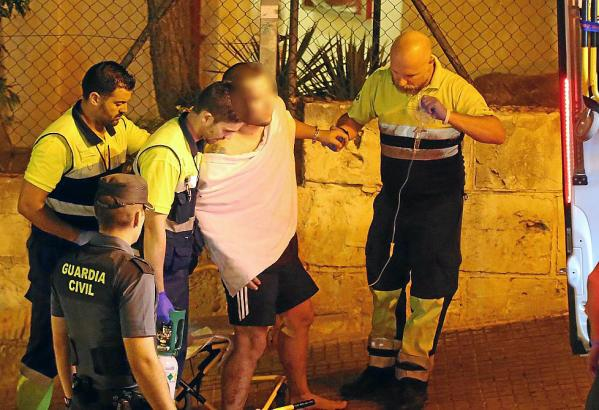 Sanitäter versorgten den verletzten Schotten.