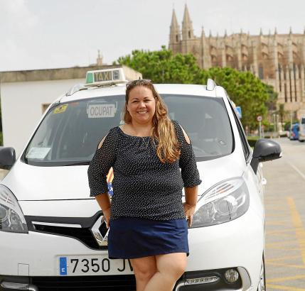 """Ex-Taxifahrerin Viviana Bertalminos schreibt in ihrem Buch """"12.000 Kilometer mehr"""" über kuriose Erlebnisse auf Mallorca."""