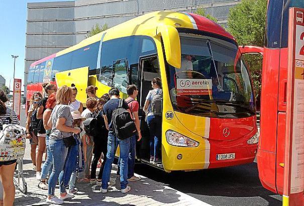 """Die """"Aerotib""""-Busse verkehren seit Sommer 2016 auf Mallorca."""