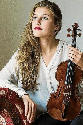"""Milena Wilke: zwei Tage vor ihrem Auftritt in Canyamel gastiert die Violinistin noch in Prag beim Festival """"Mlada Praha""""."""