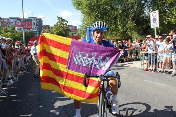Enric Mas nach seiner Ankunft in Madrid mit Balearen-Flagge.