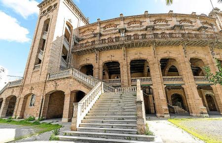 Ort des Geschehens ist das Coliseo Balear, die Stierkampfarena von Palma.
