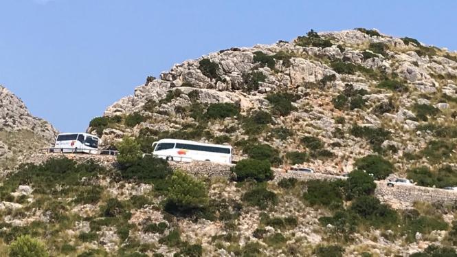 Die Zufahrt zum beliebten Aussichtspunkt am Cap Formentor auf Mallorca soll auch 2019 tagsüber nur noch mit Shuttlebussen möglic