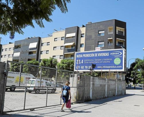 Eine Immobilienfirma bietet in Palma neue Wohnungen an.
