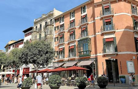 Blick auf das Boutique-Hotel Mama der Cappuccino-Kette am Rathausplatz.