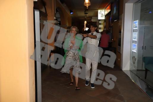 Gemeinsam mit ihrem Begleiter Angelo Goffa war Schauspielerin Sharon Stone am Samstag in Puerto Portals unterwegs.