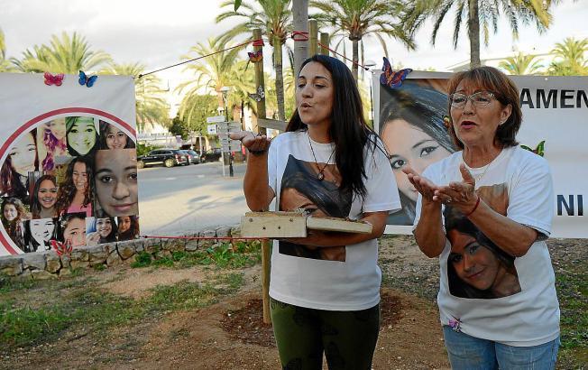Malén Ortiz' Mutter und Großmutter (hier im Bild) veranstalten regelmäßig Kundgebungen, um an den damals 15-jährigen Teenager zu