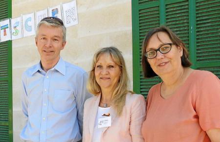 François Cornu vom Lycée Français mit Schulleiterin Gabriele Fritsch und der deutschen Konsulin Sabine Lammers.