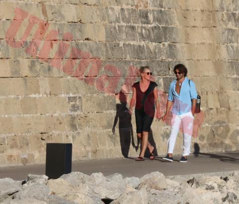 Das Paar im Parc de la Mar.