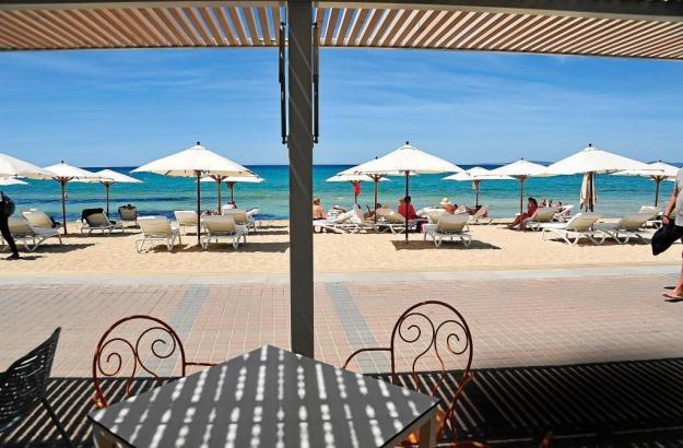 Als wäre es die Karibik: Blick auf die Playa de Palma.