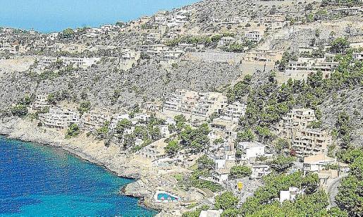 Massive Bebauung in einem der Küstenorte von Andratx.