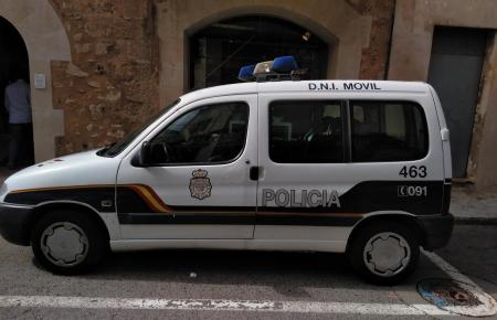 Das Spezialfahrzeug der spanischen Nationalpolizei für Personalausweise.
