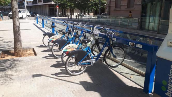 An 37 Ausleihpunkten stehen die blauen Leihräder bereit.